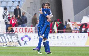 Gorosito y Sergio Mora celebran el triunfo en Almería.