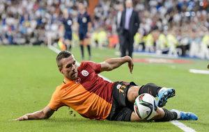 Podolski en un partido en el Bernabéu en 2015.