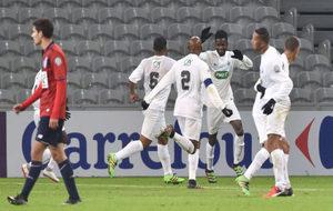 Los jugadores del Excelsior celebran uno de sus goles.