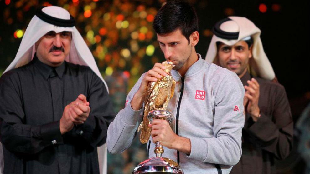 Djokovic besa el halcón de Doha