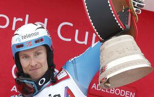 Henrik Kristoffersen en el podio de Adelboden.