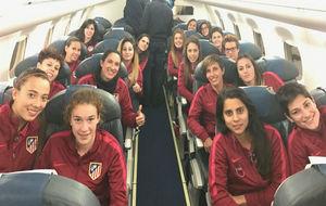 Las jugadoras del Atlético de Madrid en el avión rumbo a San...