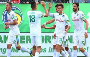 Los jugadores del Cosmos celebran un gol en un partido de 2016.