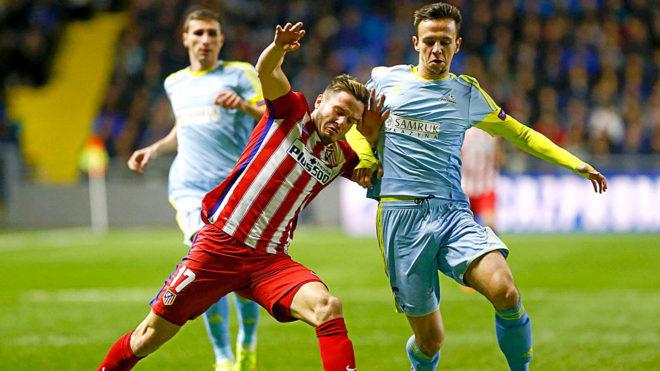 Maksimovic disputa un balón con Saúl, durante el partido de...