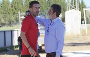 Luis Miguel Carrión es saludado por Carlos Gonzalez, propietario del...