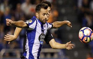 El jugador del Deportivo en un partido contra el Sporting.