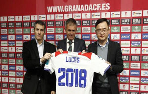 El club renueva al t�cnico Lucas Alcaraz.