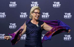 Silvia Neid en los Premios The Best.