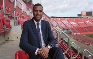 Maheta Molango posa para MARCA en las gradas del estadio del Mallorca.