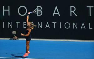 Una tenista realizando un servicio en el torneo de Hobart.