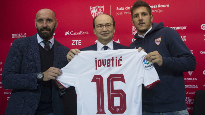 Monchi, el presidente y Jovetic, en la presentación.