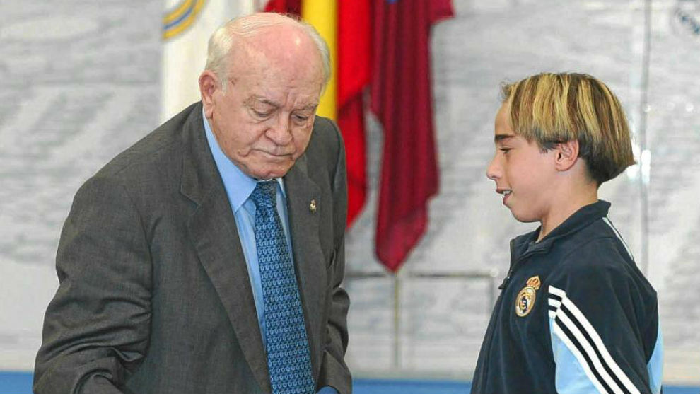Carvajal and Di Stéfano at a Valdebebas ceremony