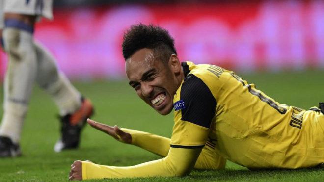 Aubameyang se lamenta tras una jugada en el Bernabéu
