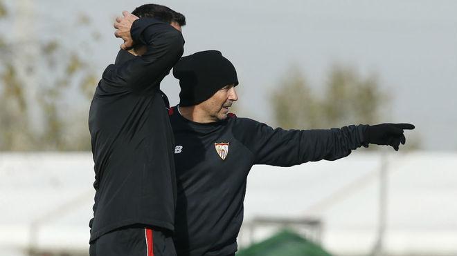 Sampaoli da indicaciones en el entrenamiento de este miércoles.