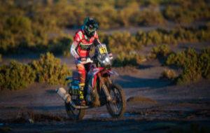 Barreda pilota su Honda durante una etapa del Dakar 2017.