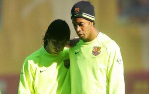 Messi y Ronaldinho durante un entrenamiento del Barça en 2006.