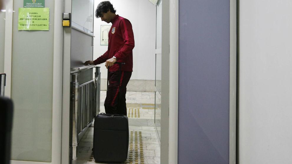 Tiago, en el aeropuerto rumbo a Rostov.