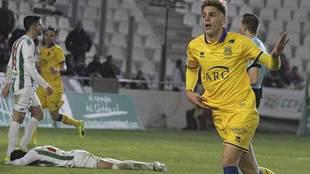 Ivi celebra el segundo gol del Alcorcón ante la desolación de un...