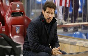 Simeone, en el banquillo del Calderón antes del partido ante Las...