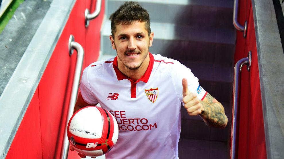 Jovetic, durante su presentación como jugador del Sevilla