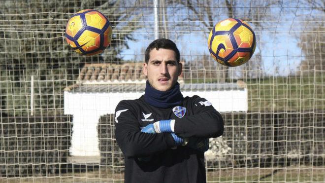 Sergio Herrera posa para MARCA con unos balones