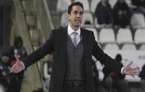 Julio Velázquez gesticula durante un momento del partido en El...