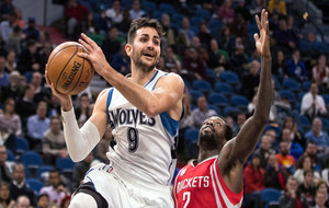 Ricky Rubio (Timberwolves) superando a Patrick Beverley (Rockets)