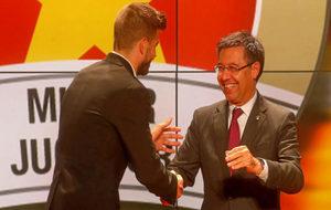 Bartomeu y Piqu� en la entrega de premios de la Federaci�n Catalana...