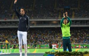 Braz pide aplausos para Lavillenie en el podio
