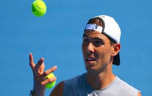 Rafael Nadal, durante un entrenamiento previo al Open de Australia