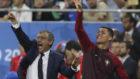 Cristiano y Fernando Santos en la final de la Eurocopa 2016 contra...