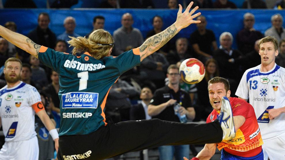 Víctor Tomás lanza ante Gustavsson