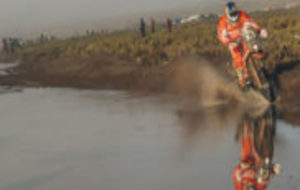 Iv�n Cervantes, durante una etapa del Dakar