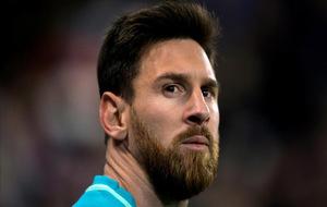 Messi preparado para lanzar un córner.