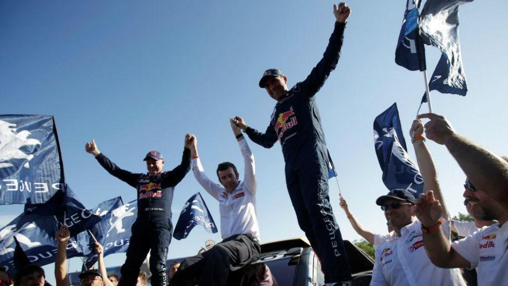Peterhansel celebrando la victoria