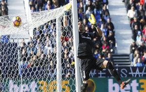 Gorka Iraizoz fue clave en el punto que arrancó el Athletic ante el...