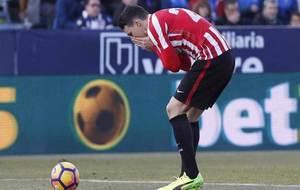 Aduriz se lamenta en el partido ante el Leganés.