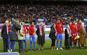 Homenaje del Atlético a los veteranos del conjunto rojiblanco.