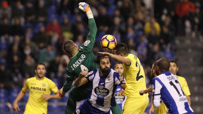Sergio Asenjo consolida su doblete de 'Zamoras' en Riazor