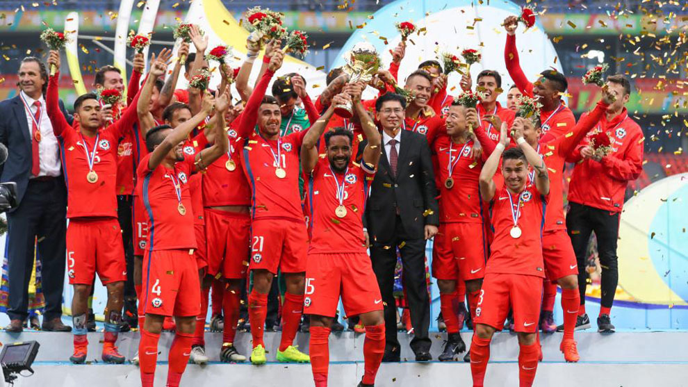La selección chilena levantando la primera China Cup