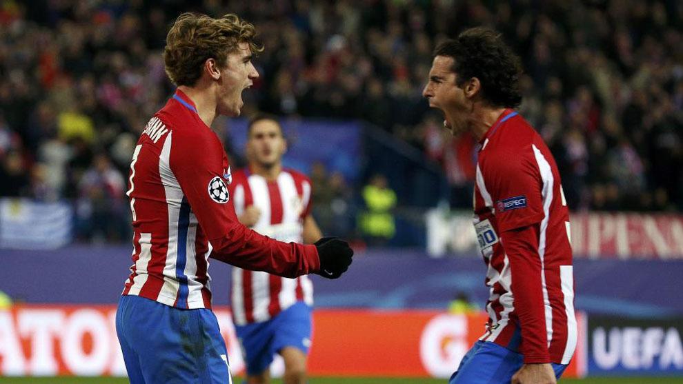 Griezmann y Tiago celebrando el segundo gol del francés al PSV