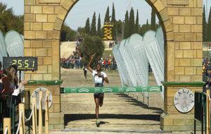 La etíope Teferi cruza la línea de meta en Itálica.