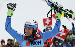 Kristoffersen celebra su victoria en Suiza.
