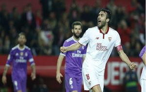 Iborra (28) celebra un gol del Sevilla en la vuelta de Copa ante el...