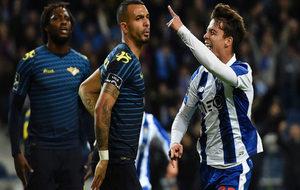 Óliver Torres celebra el primer gol del Oporto.