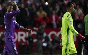 Sergio Ramos y Keylor Navas, al término del partido en el PIzjuán.