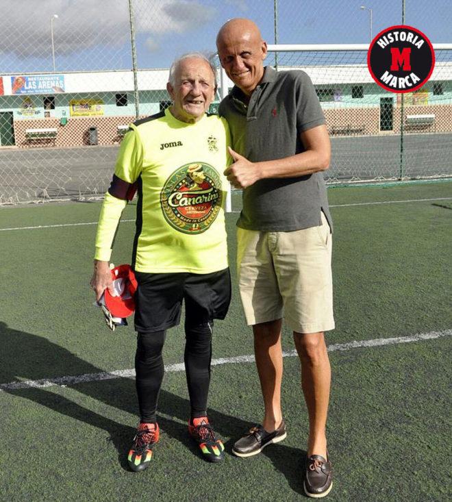 Tano Zunino posa con el exárbitro internacional Collina.