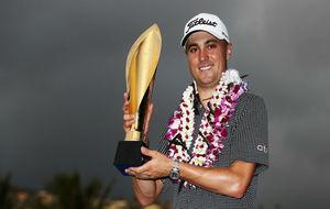 Justin Thomas, con el trofeo.