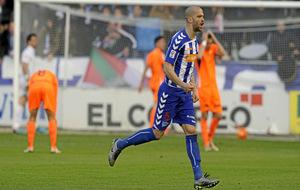 Laguardia celebrando un gol con el Alavés.