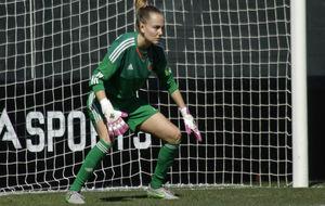 Esther Sullastres durante un partido con el Valencia.